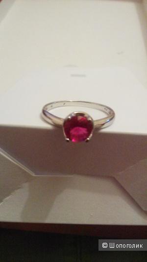 Кольцо  с   кристаллом,  размер  19-19,5 .