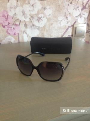 Солнцезащитные очки Marc Jacobs.
