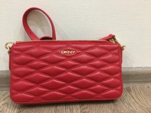 Маленькая кожаная красная сумка DKNY размер