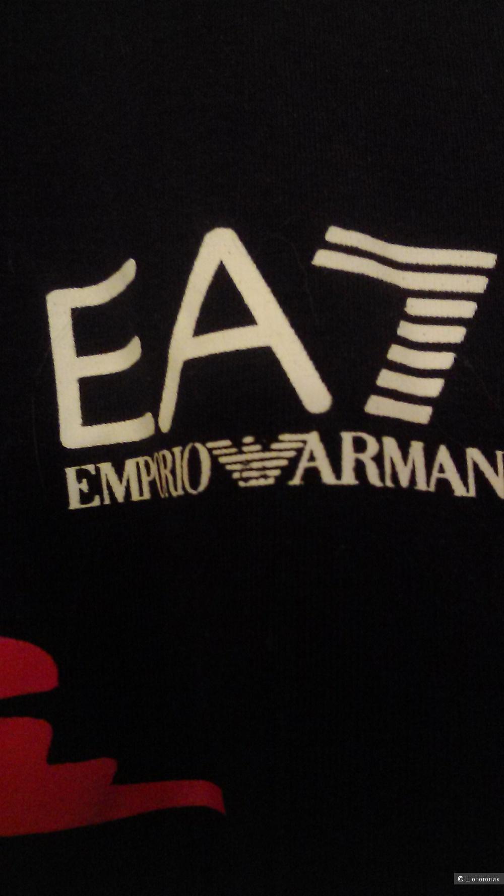 Футболка  Emporio  Armani  размер  М.