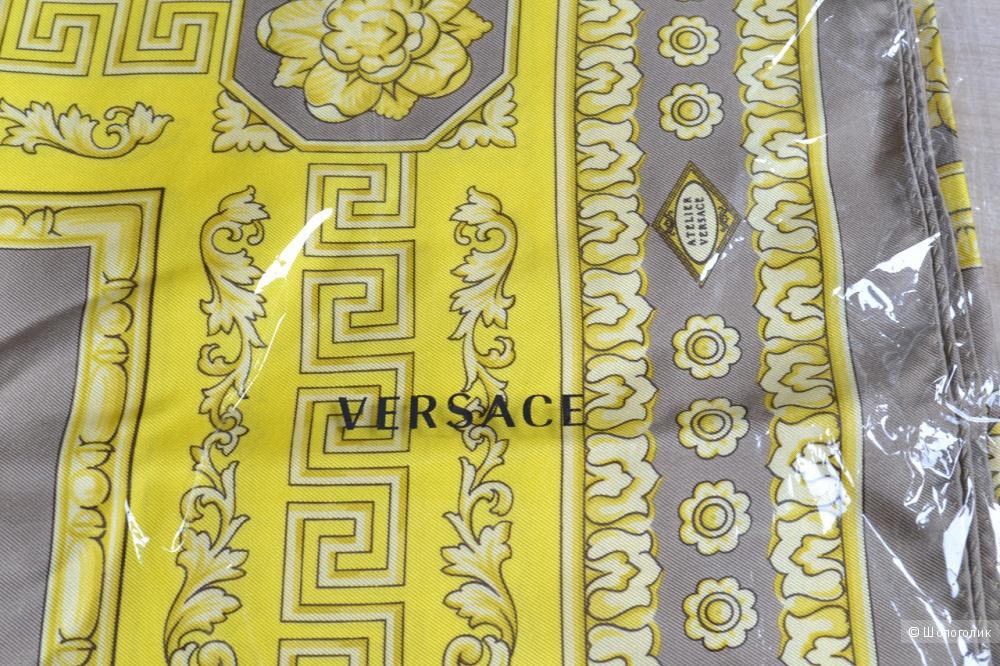 Платок - Шарф Versace. Размер Около 90х90.