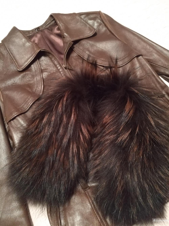 Кожаная куртка с воротником из крашенной лисы, S