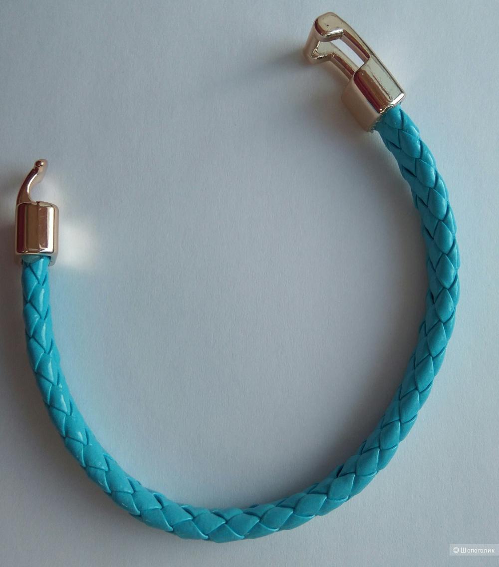 Сет из плетёных браслетов