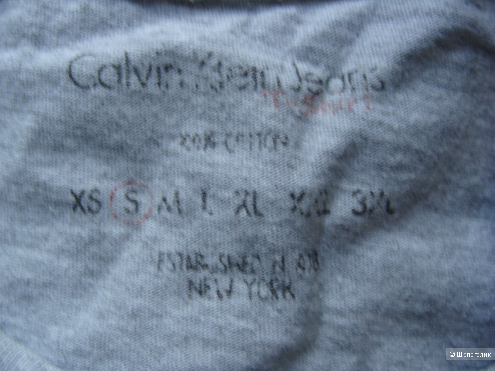 Серая  футболка Calvin Klein Jeans размер xs-s