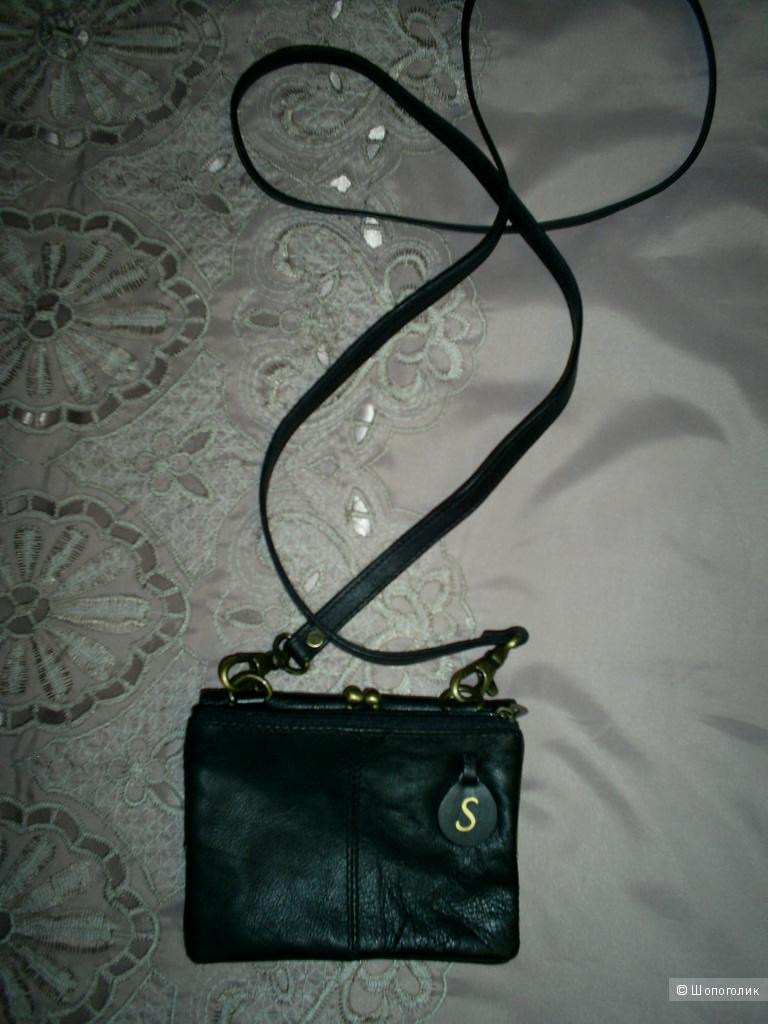 Кожаный кошелек с ремешком на карабинах 12-9 см.