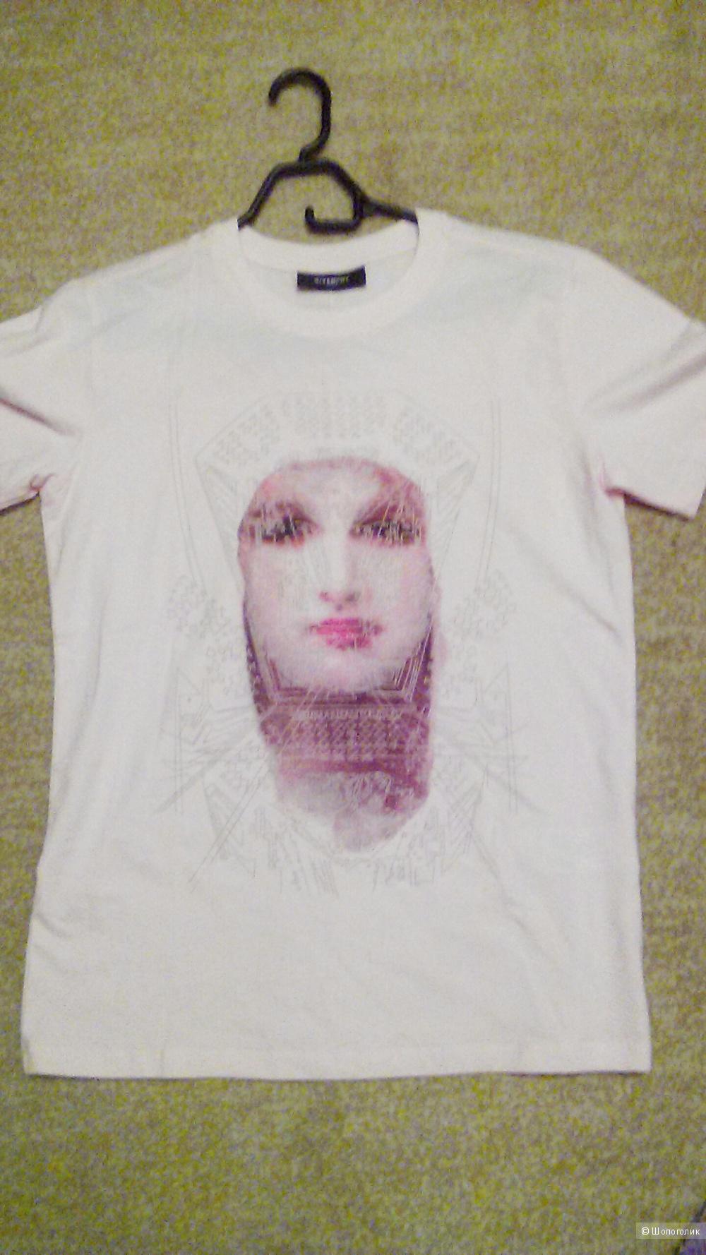 Футболка   Givenchy  ,  размер  М.