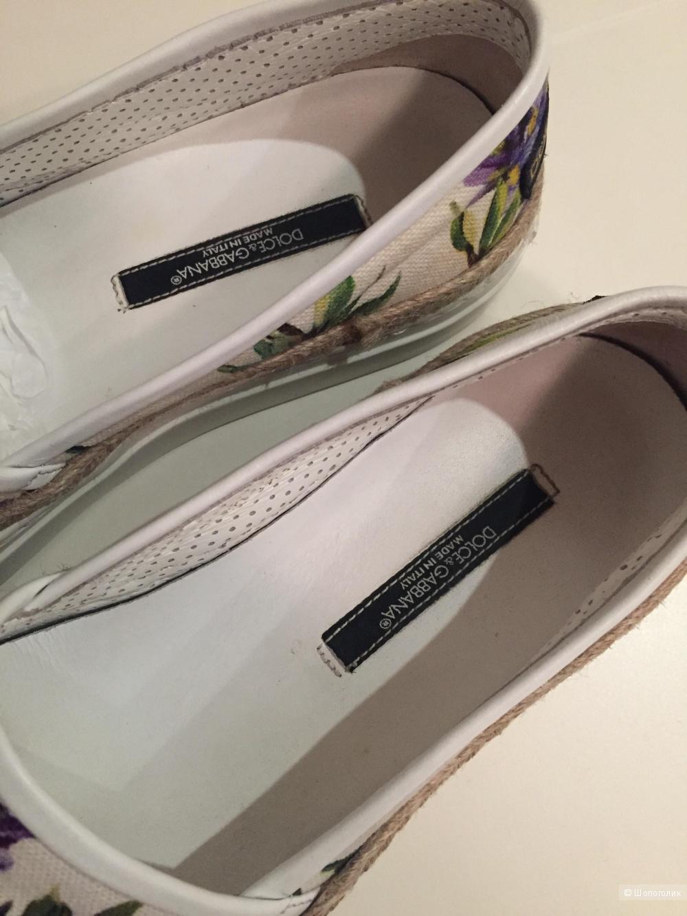 Слипоны Dolce & Gabbana , 37 раз.
