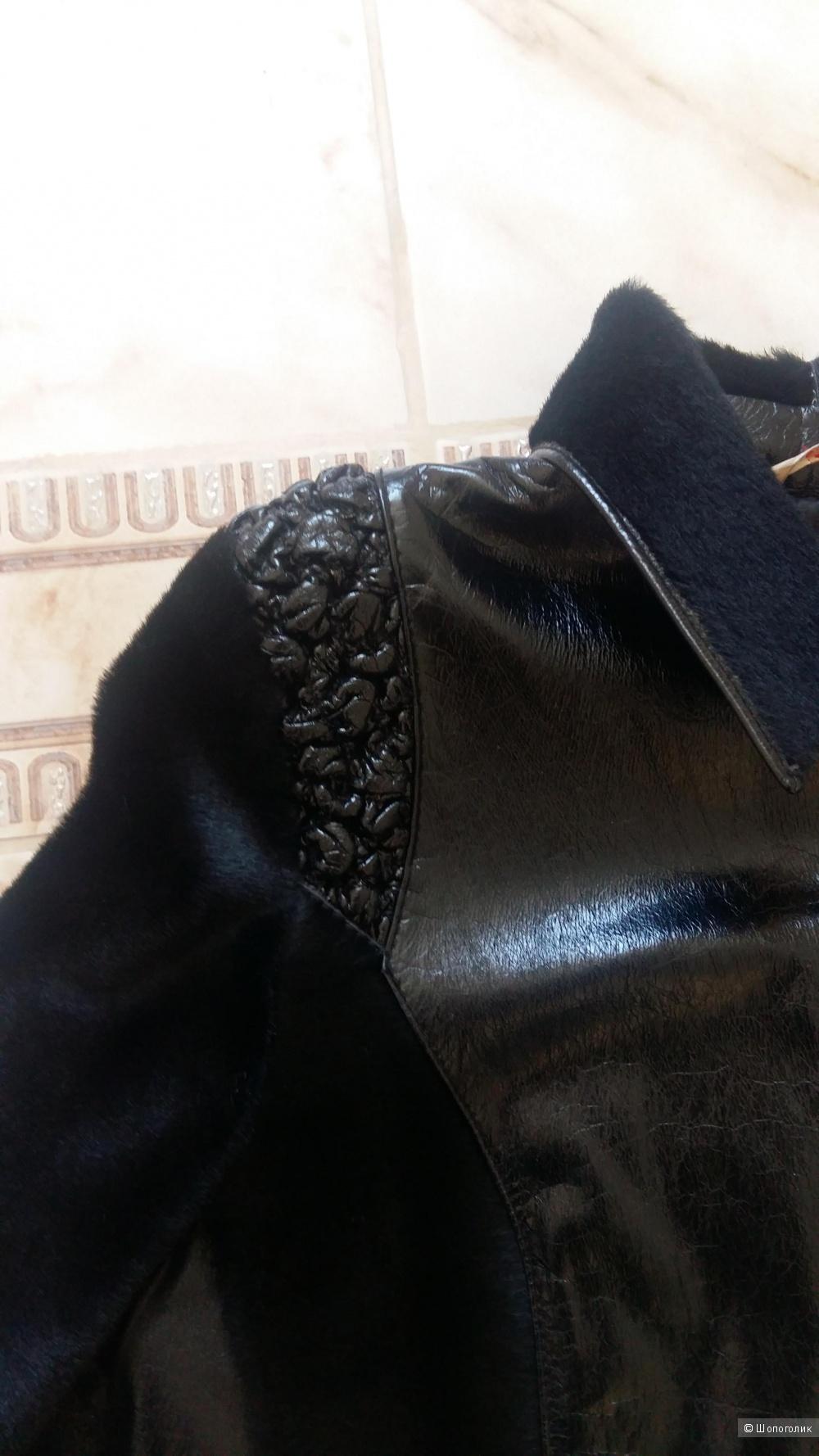 Пальто,размер 42-44.