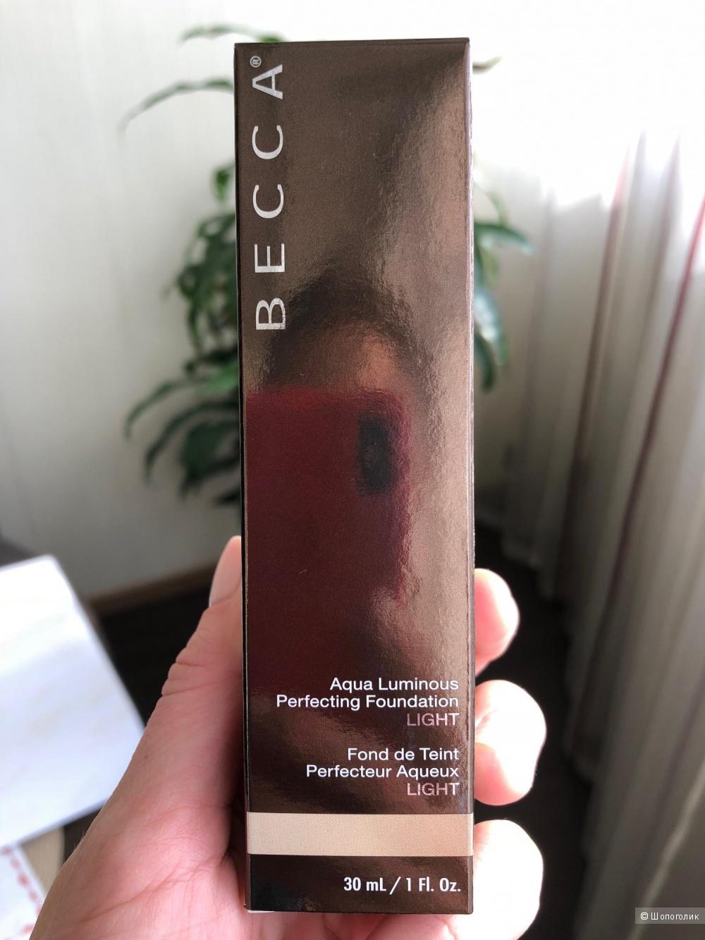 Becca Aqua Luminous Perfecting Foundation - Увлажняющий крем с тональным эффектом - Light - 30 ml