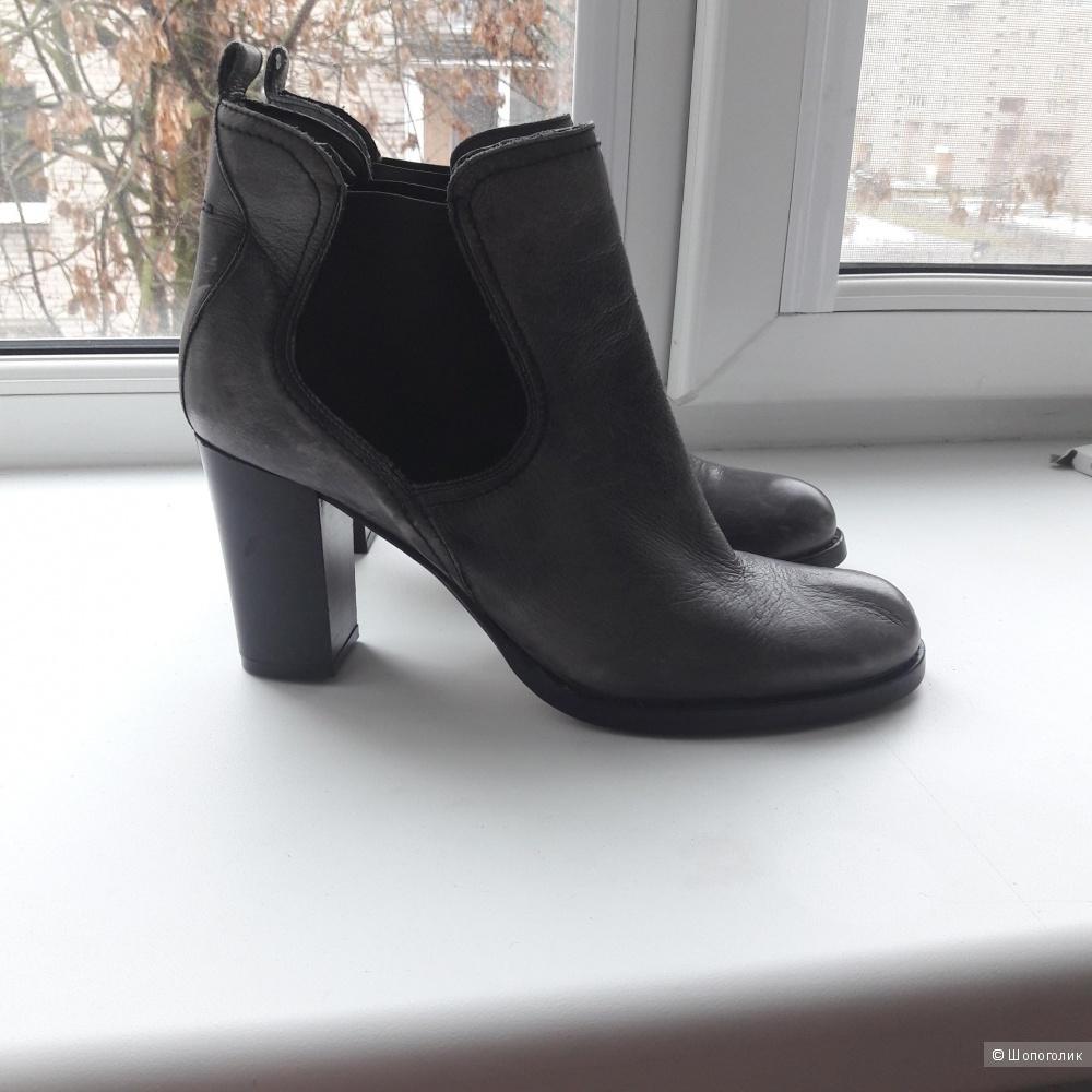 Кожаные ботинки Carmens 40-41 размера