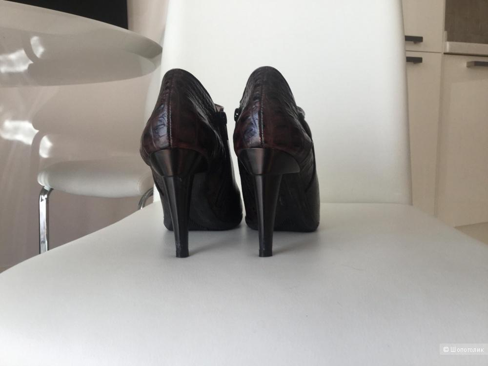 Ботинки фирмы VIA SPIGA 38 размер