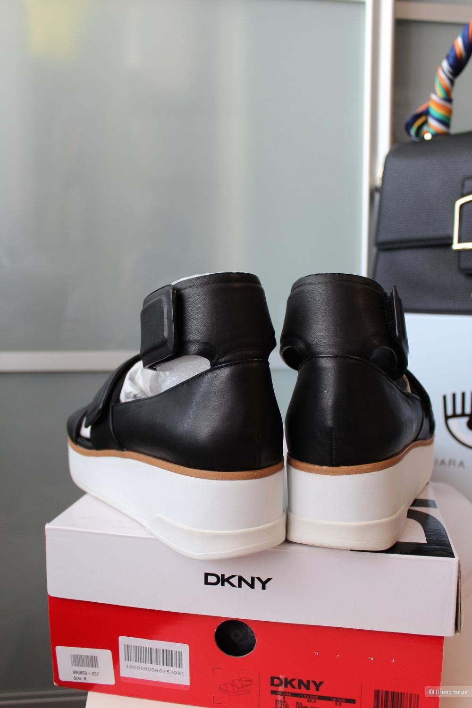 Босоножки DKNY размер 38