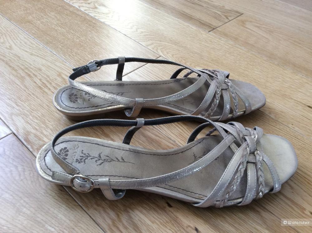 Босоножки-сандалии Clarks р.6,5 (40)
