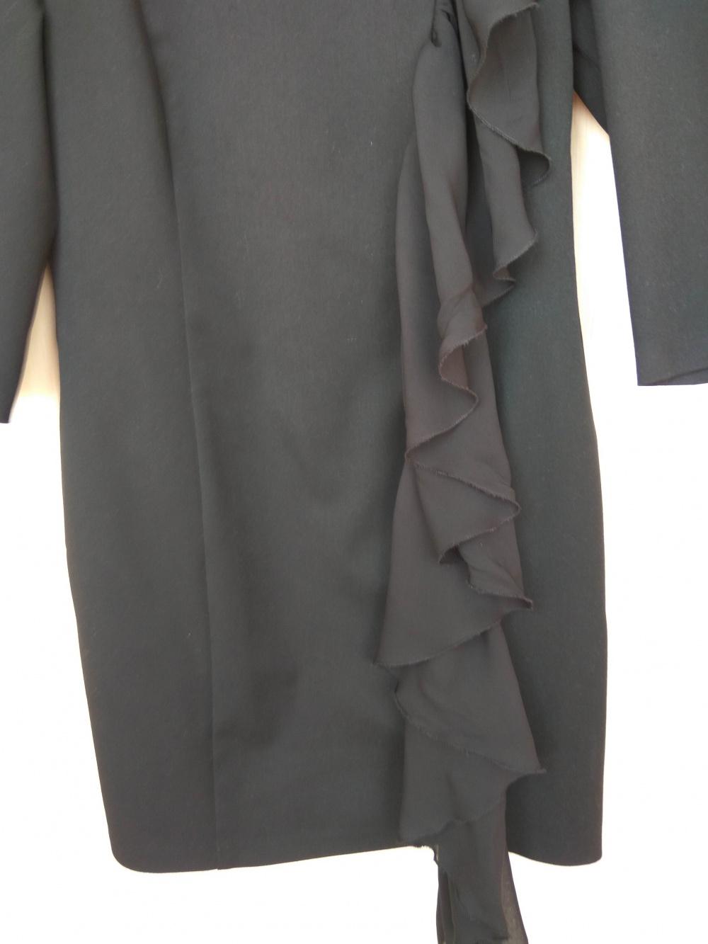 Чёрное платье с воланом  Donna Saggia 44 разм.