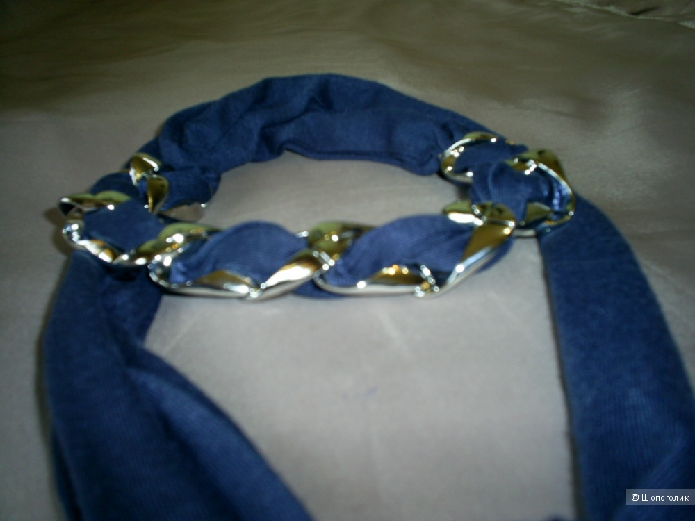 Шарф-украшение на шею.