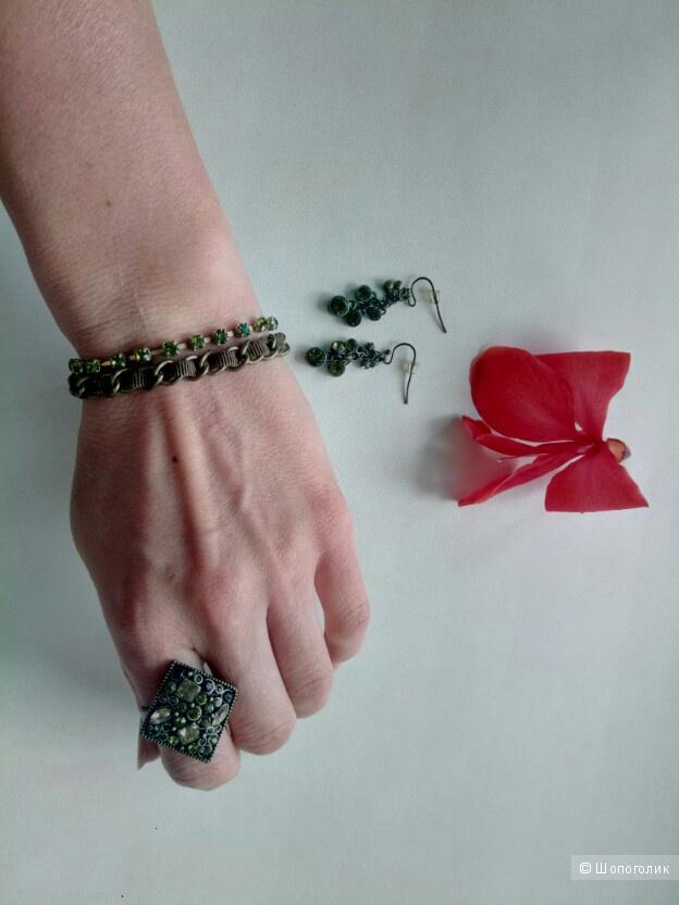 Комплект бижутерии (браслет, кольцо и серьги)