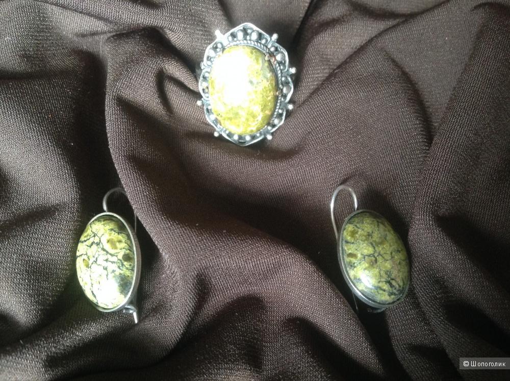 Набор бижутерии серьги и перстень с полудрагоценными камнями