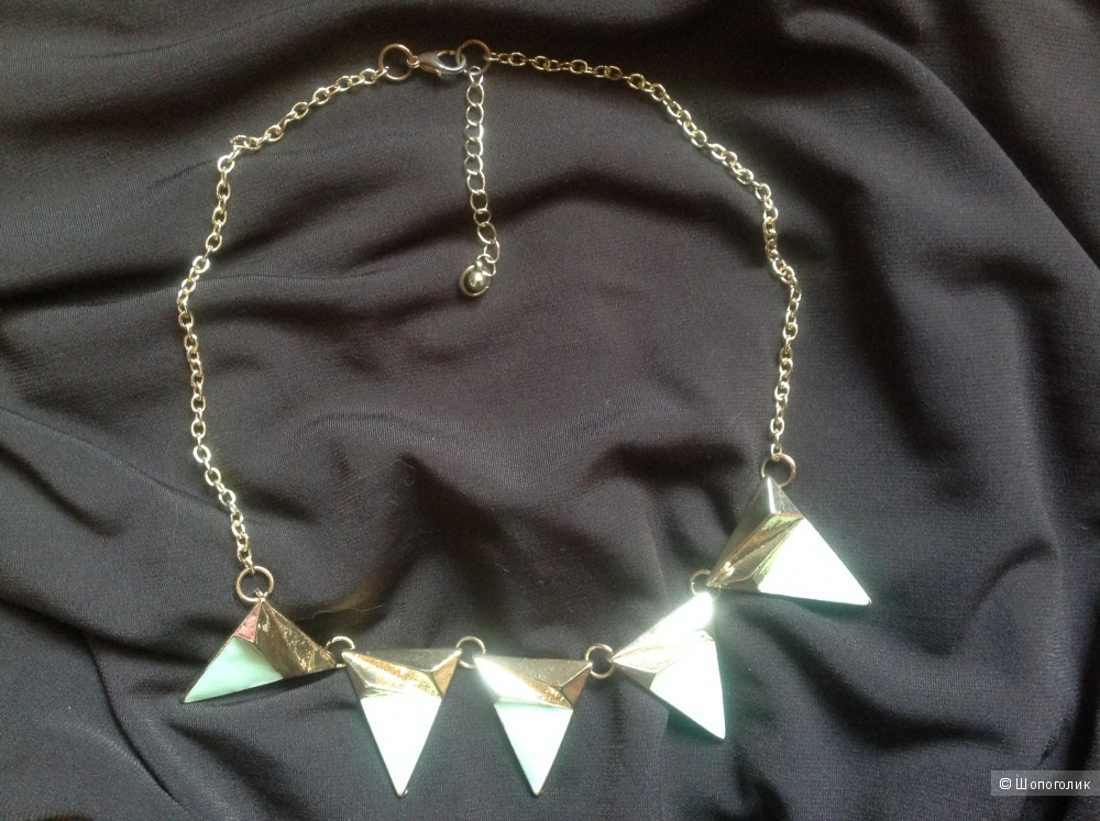 Ожерелье из желтого металла