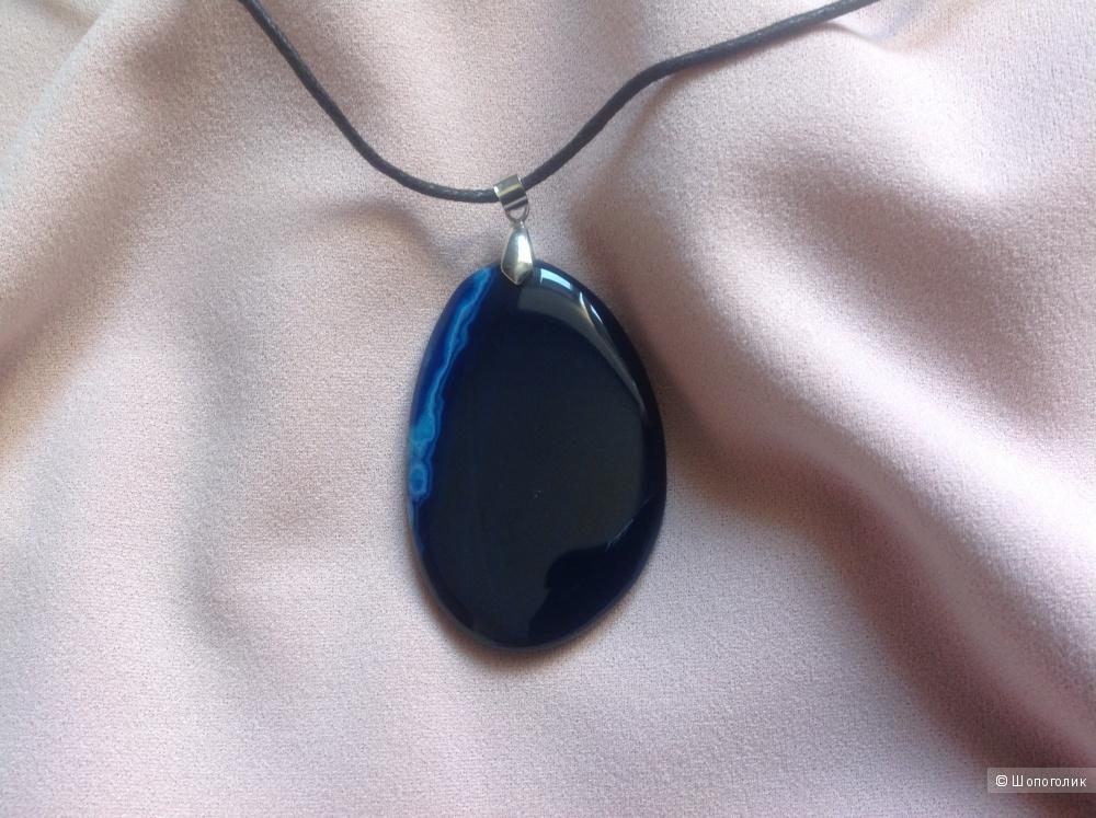 Кулон из натурального камня темно-синего цвета