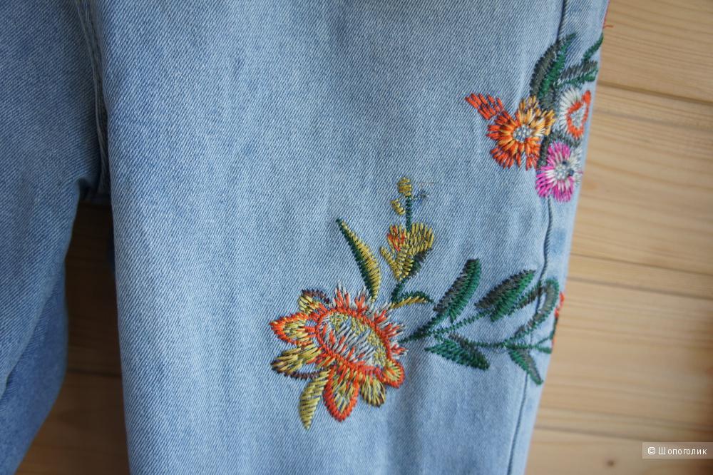 Джинсы с цветочной вышивкой, р-р 44