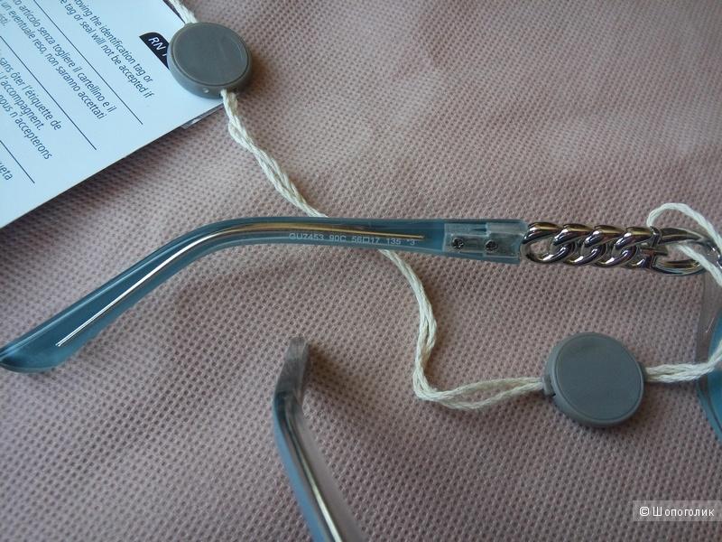 Солнцезащитные очки  бренда  GUESS