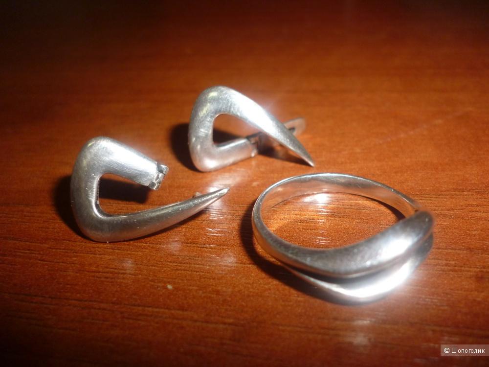 Серебряный комплект- серьги и кольцо