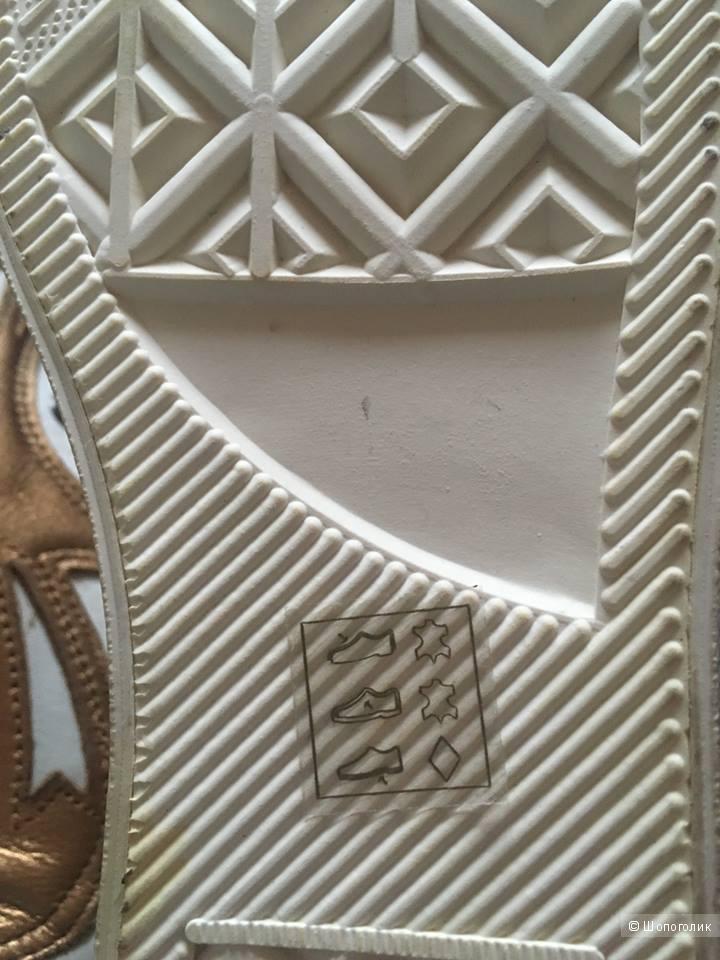 Высокие кроссовки Fornarina 37,5-38 размер