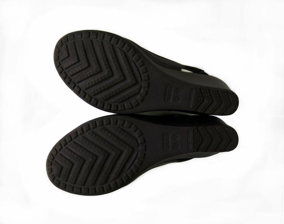Босоножки Crocs 7W US