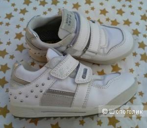 Кроссовки для девочки Primigi 28размер