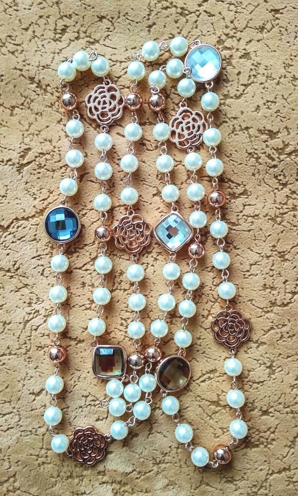 Бижутерия - ожерелье под жемчуг.