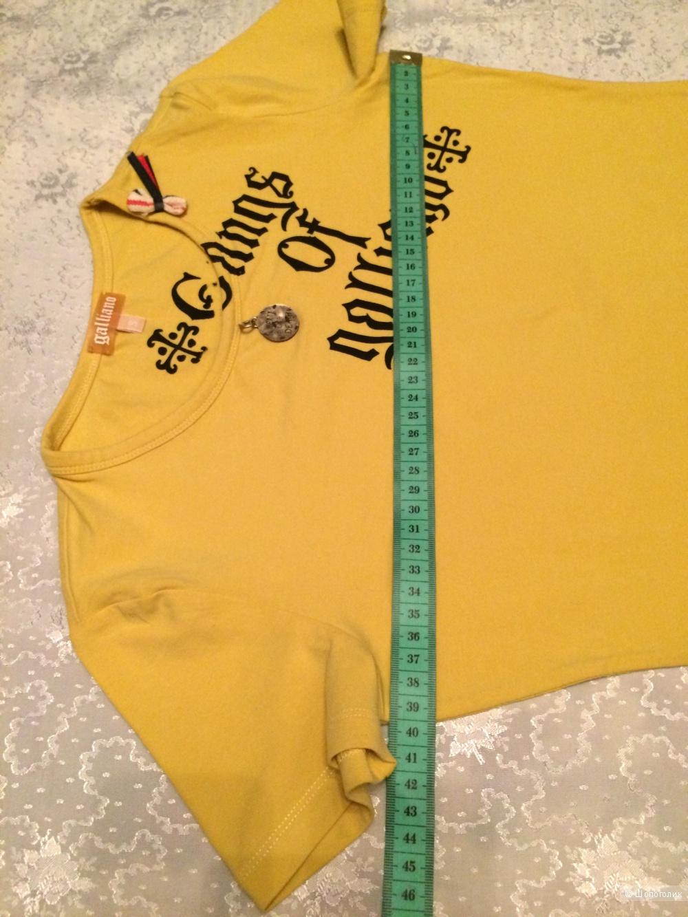 Сет из трёх вещей: две футболки Galliano/no name + карандаш Astra,S-XS