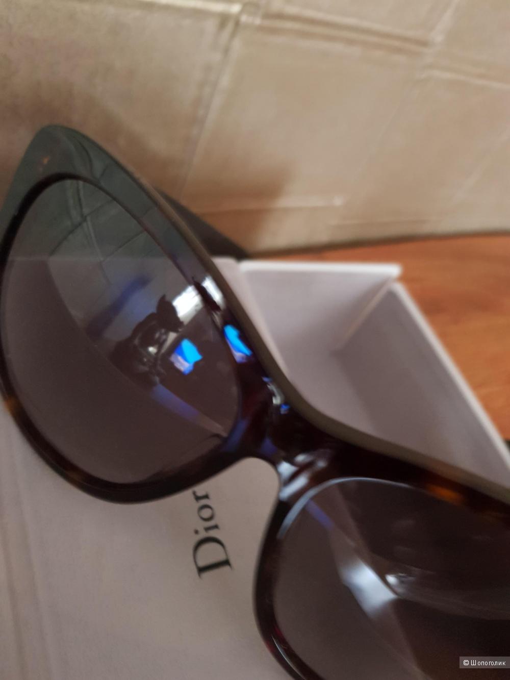 Солнцезащитные очки Dior со стразами Swarovski