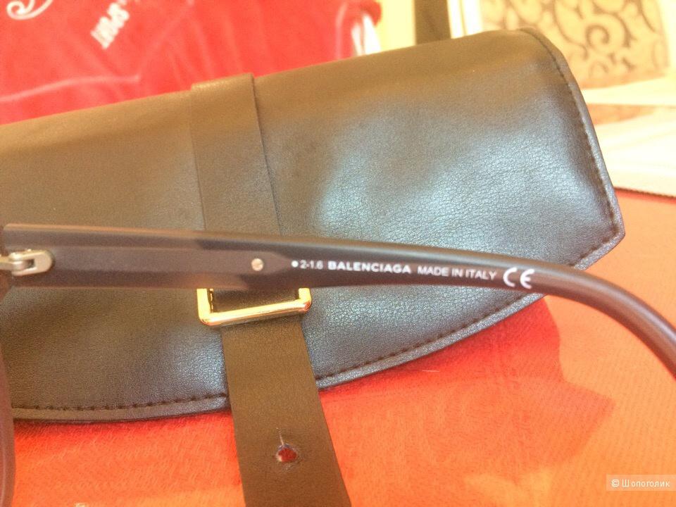 Солнцезащитные очки BALENCIAGA.