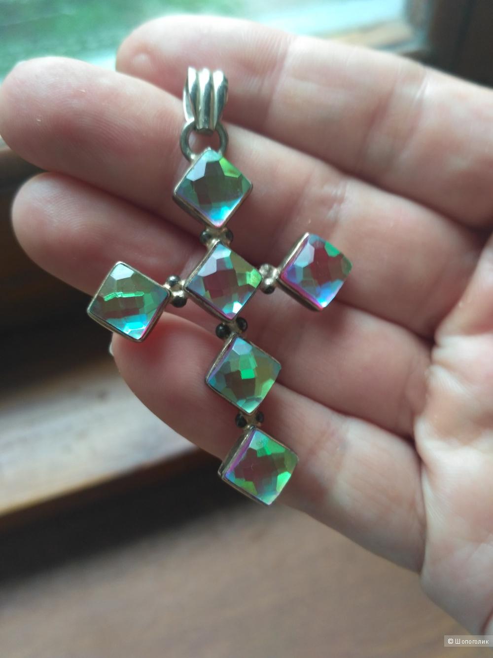 Крест из серебра с мистик-топазом.