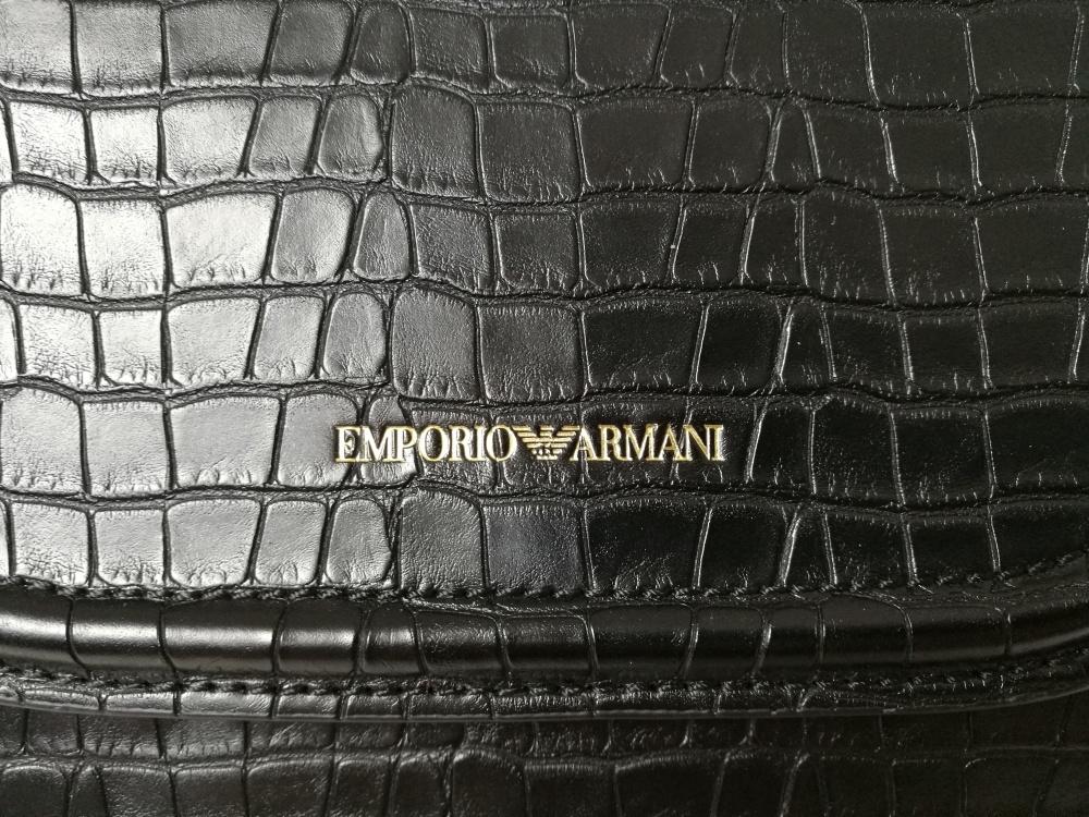 Сумка Emporio Armani.