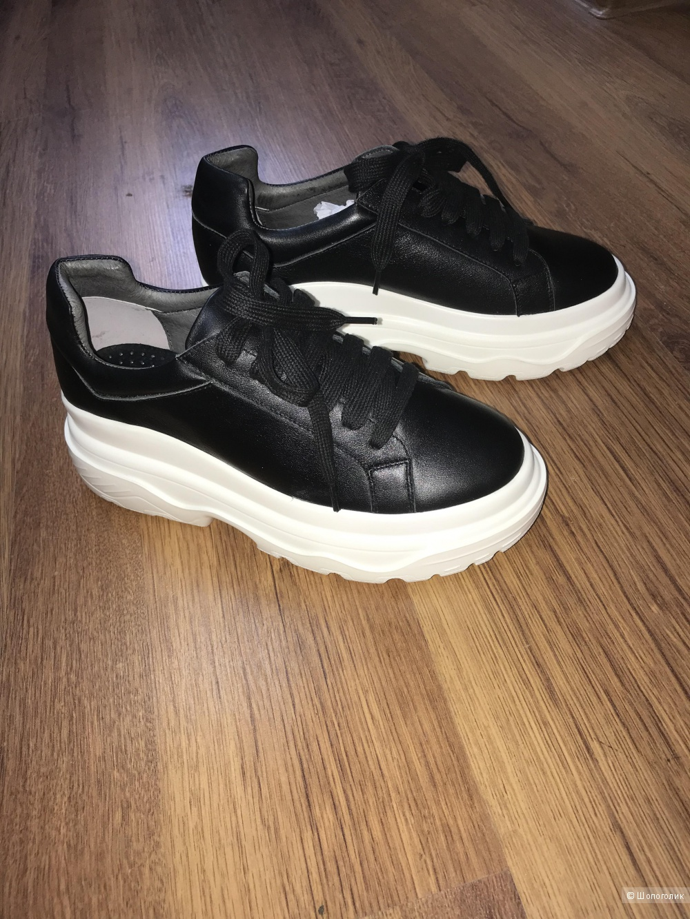 Новые кроссовки из натуральной кожи р-р 36 но маломерят на р-р 35