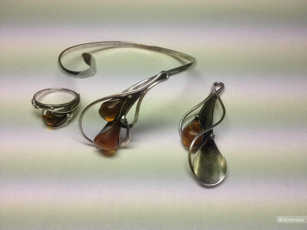 Комплект украшений из серебра с янтарём