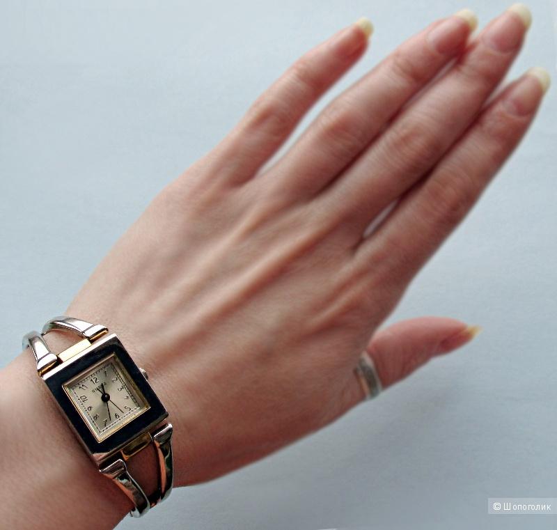 Женские часы Guess с браслетом