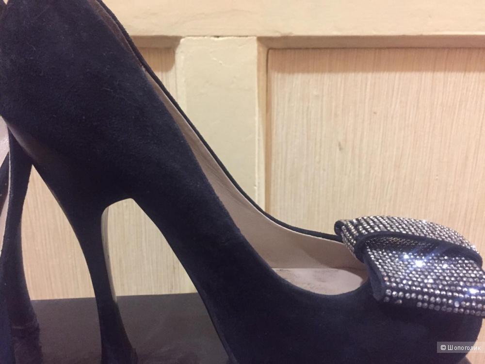 Туфли замшевые  Sasha Fabiani. 36-36,5 размер