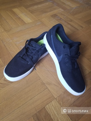 Кроссовки Nike Essentialist, размер US(8.5), в длину 26.5см,