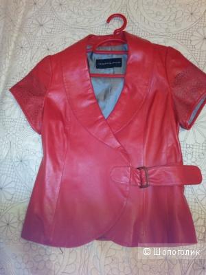 Кожаный красный женский жилет La Reine Blanche, р-р.42
