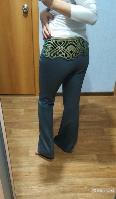 Шерстяные брюки Roberto Cavalli, на 42-44 размер