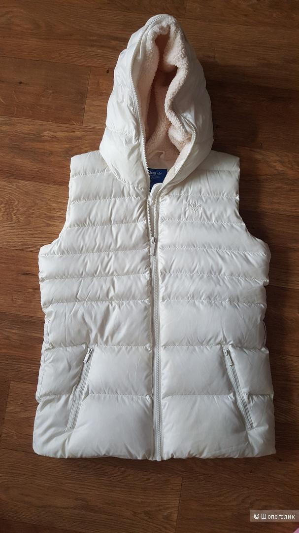 Пуховый жилет Adidas, на 42-44