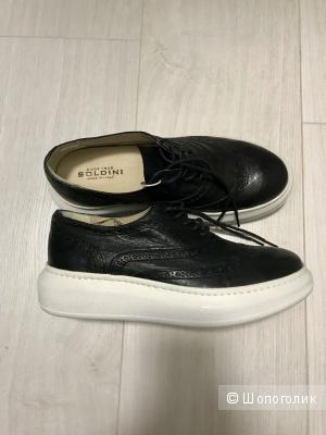 Ботинки SOLDINI, 36 размера большемерят (маркировка 35)