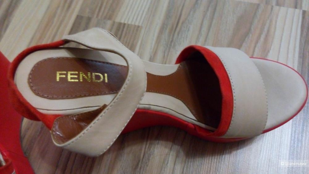 Босоножки Fendi 39 размер