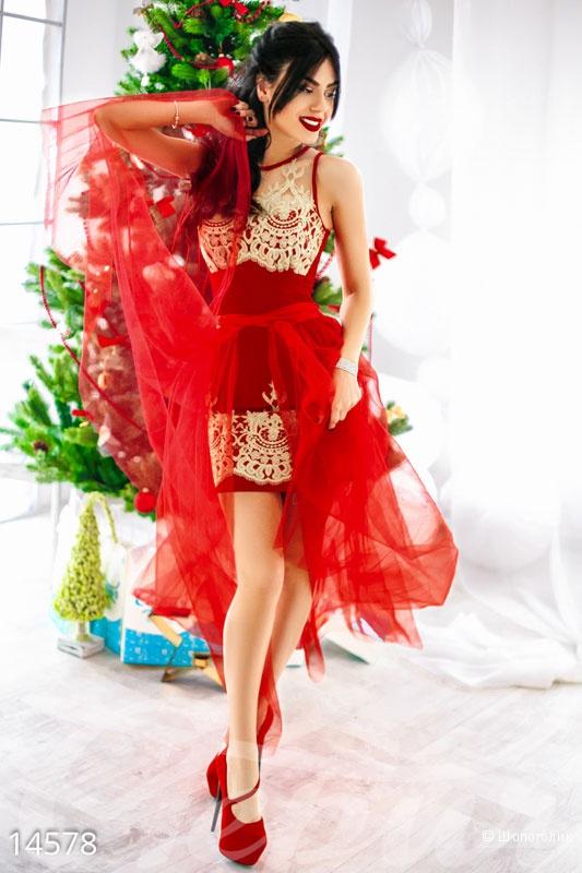 Платье с вышивкой золотыми нитями. Размеры 42.44.46