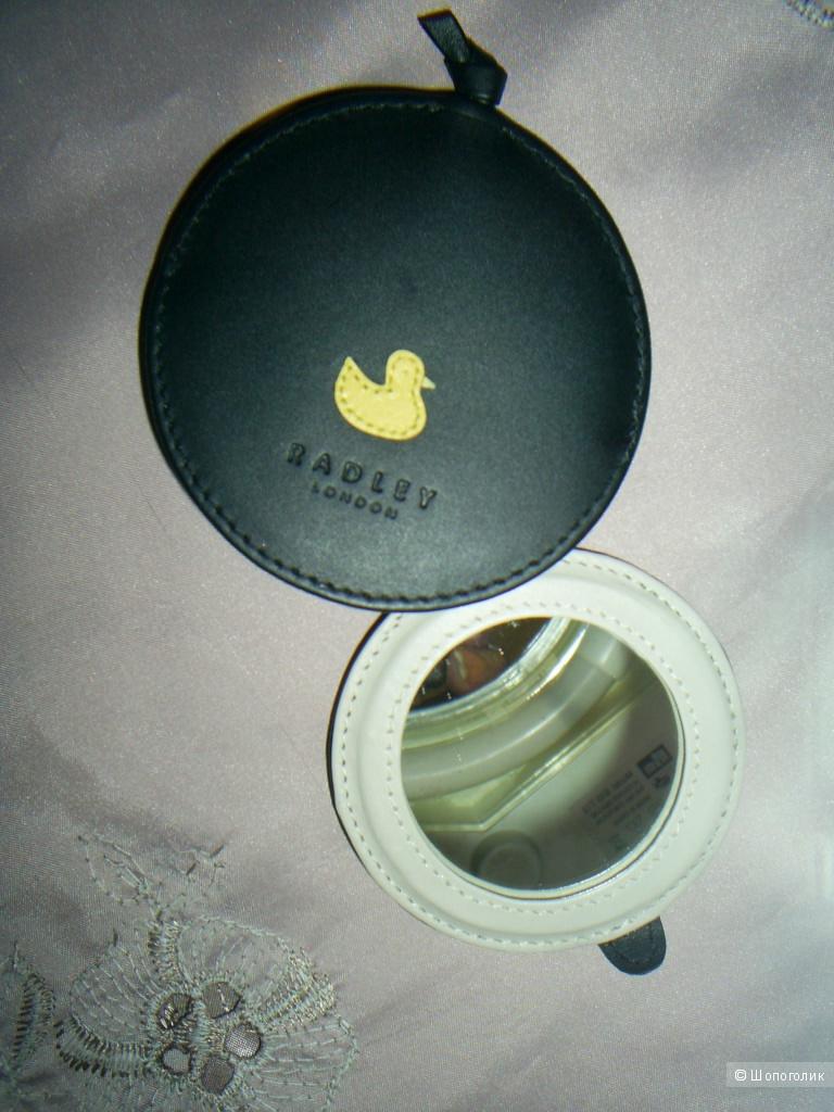 Зеркало-брелок от Radley диаметр-8 см.