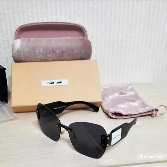 Солнцезащитные очки MiuMiu .