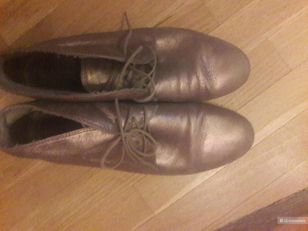 Кожаные ботинки Vic 40 размера