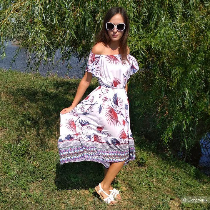 Легкое летнее платье, размер M